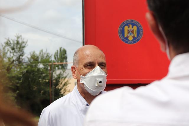 zdravotník s maskou