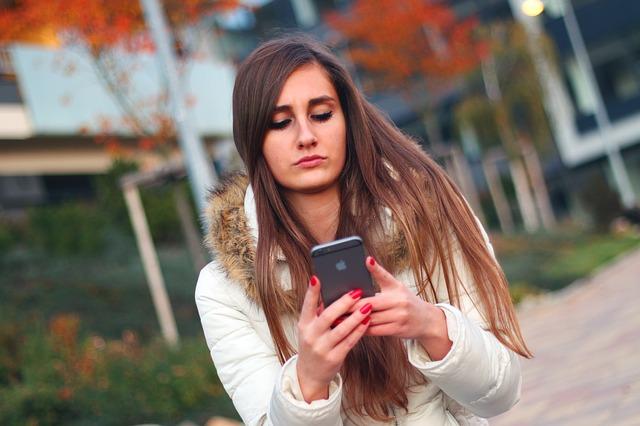 smartphone a žena